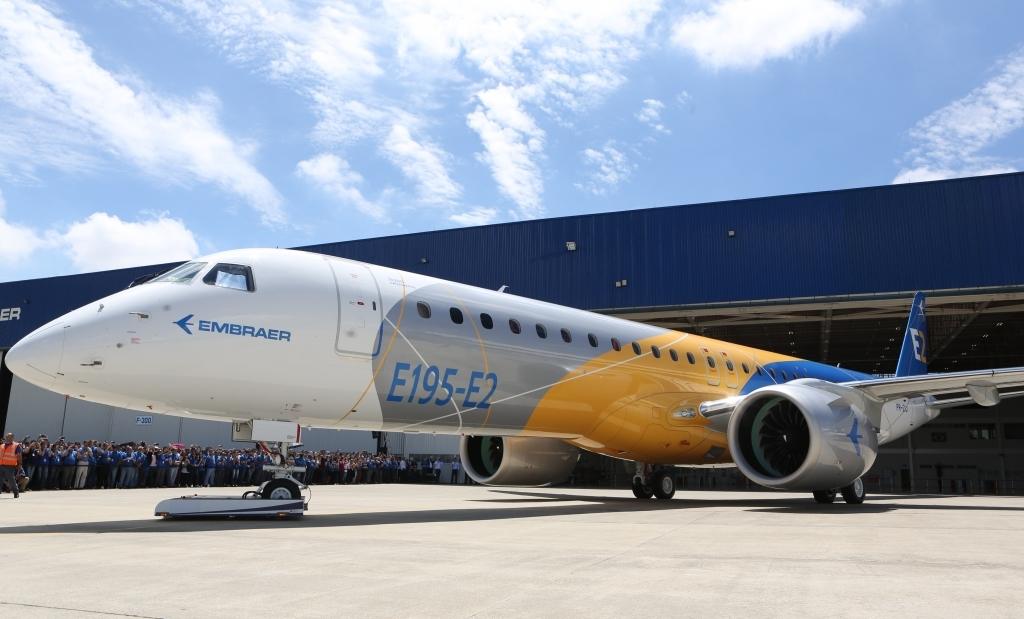 Embraer E195 Images
