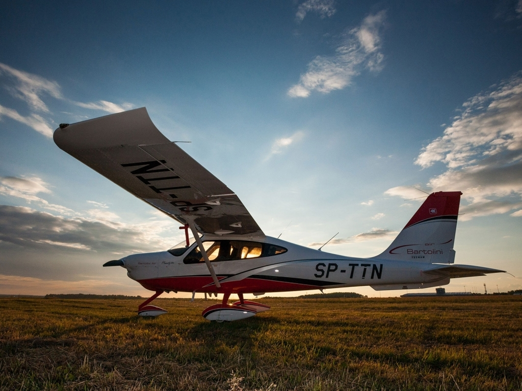 Tecnam P2010 Wallpaper
